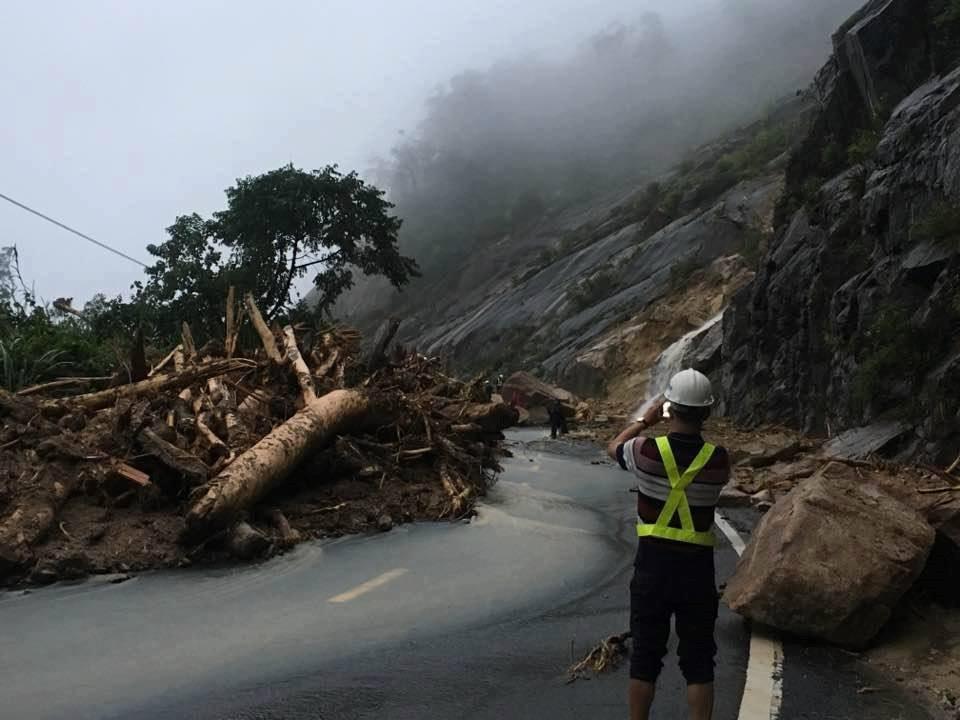 Đường Đà Lạt Nha Trang bi cô lập do bão số 12