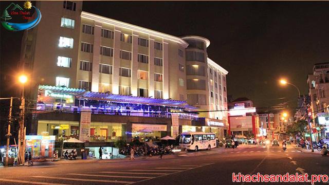 khách sạn 3 sao ở ngay trung tâm đà lạt