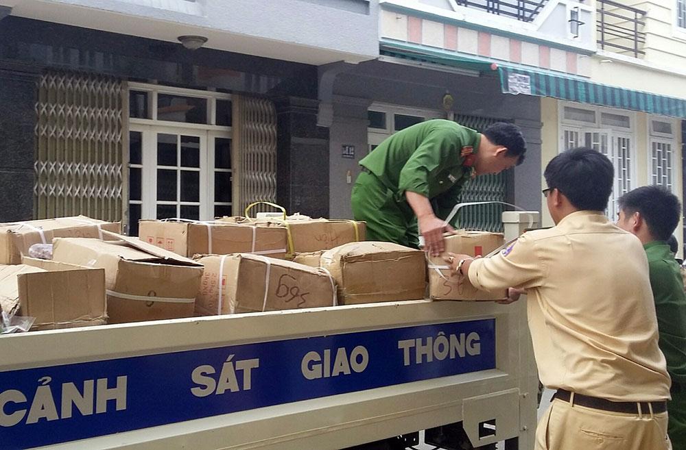 Bắt giữ gần 2 tấn mứt Trung Quốc chuẩn bị tuồn ra chợ tết ở Đà Lạt