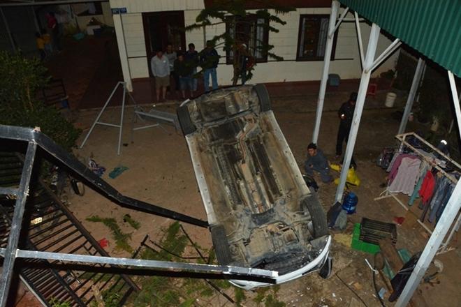 Đà Lạt: cứu 2 nạn nhân mắc kẹt ở xe khi rơi xuống vực
