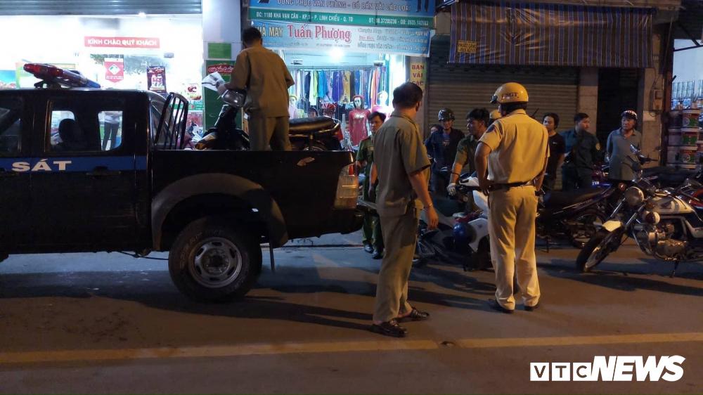 Thanh niên bị đâm trọng thương khi truy đuổi nhóm cướp giật