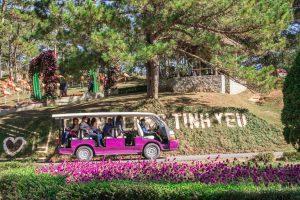 Dùng thử xe điện phục vực du khách tham quan thành phố Đà Lạt