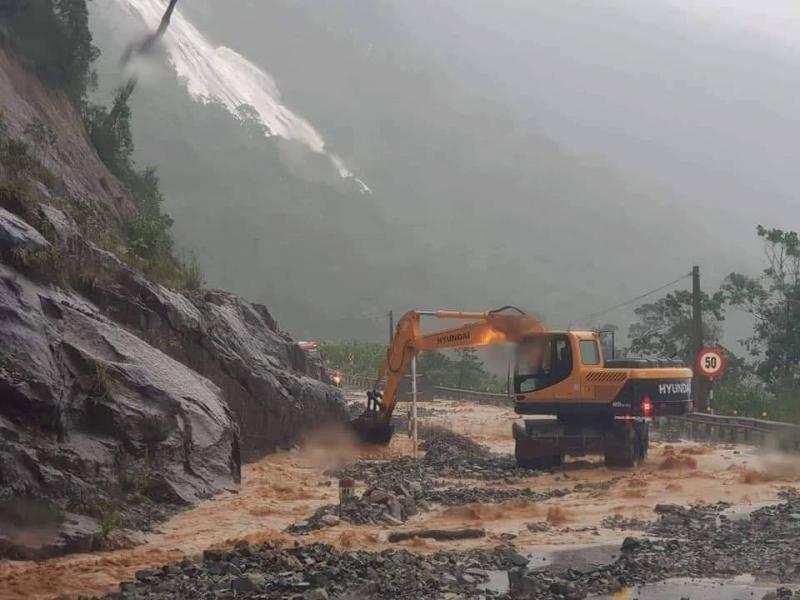 Thông tuyến đường đèo nối Nha Trang - Đà Lạt sau hơn 1 ngày tê liệt