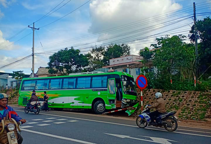 Tại nạn ở trạm BOT Liên Đầm Di Linh làm 3 người nhập viện