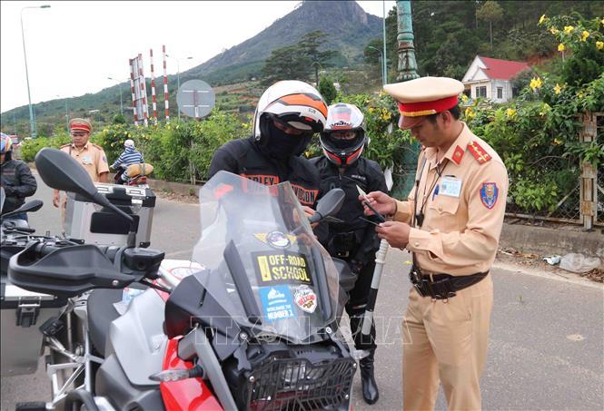 Chạy tốc độ 160km hàng loạt mô tô bị bắt ở cao tốc Liên Khương Đà Lạt